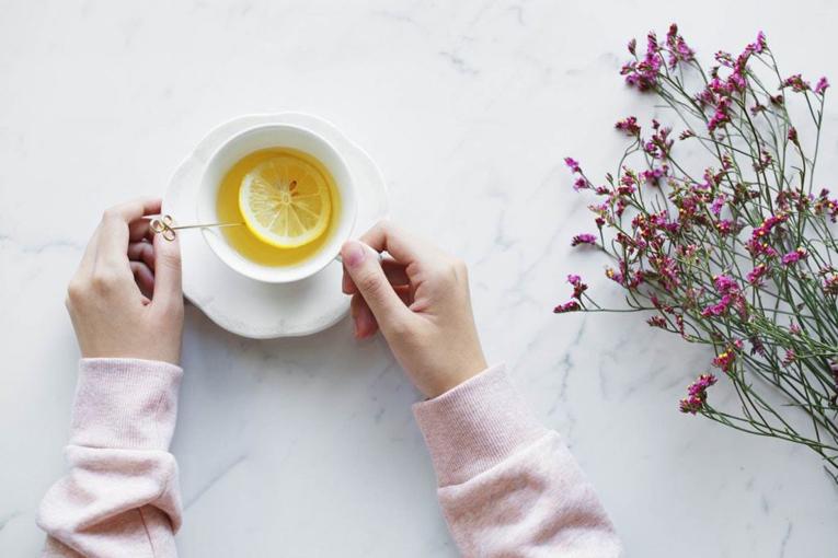 Yeşil çay içerek evde kilo verme kolaylaşır.
